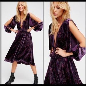 🆕✨ FREE PEOPLE —Medusa Midi Dress